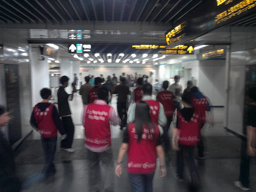 The vests are red and say 上海志愿者 on the back.