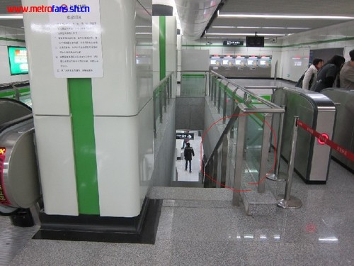 The same color photo with the handrail circled in red.