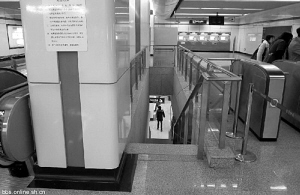 A black and white photo of one of the narrow stairwells under discussion that accompanies the RSS feed item.